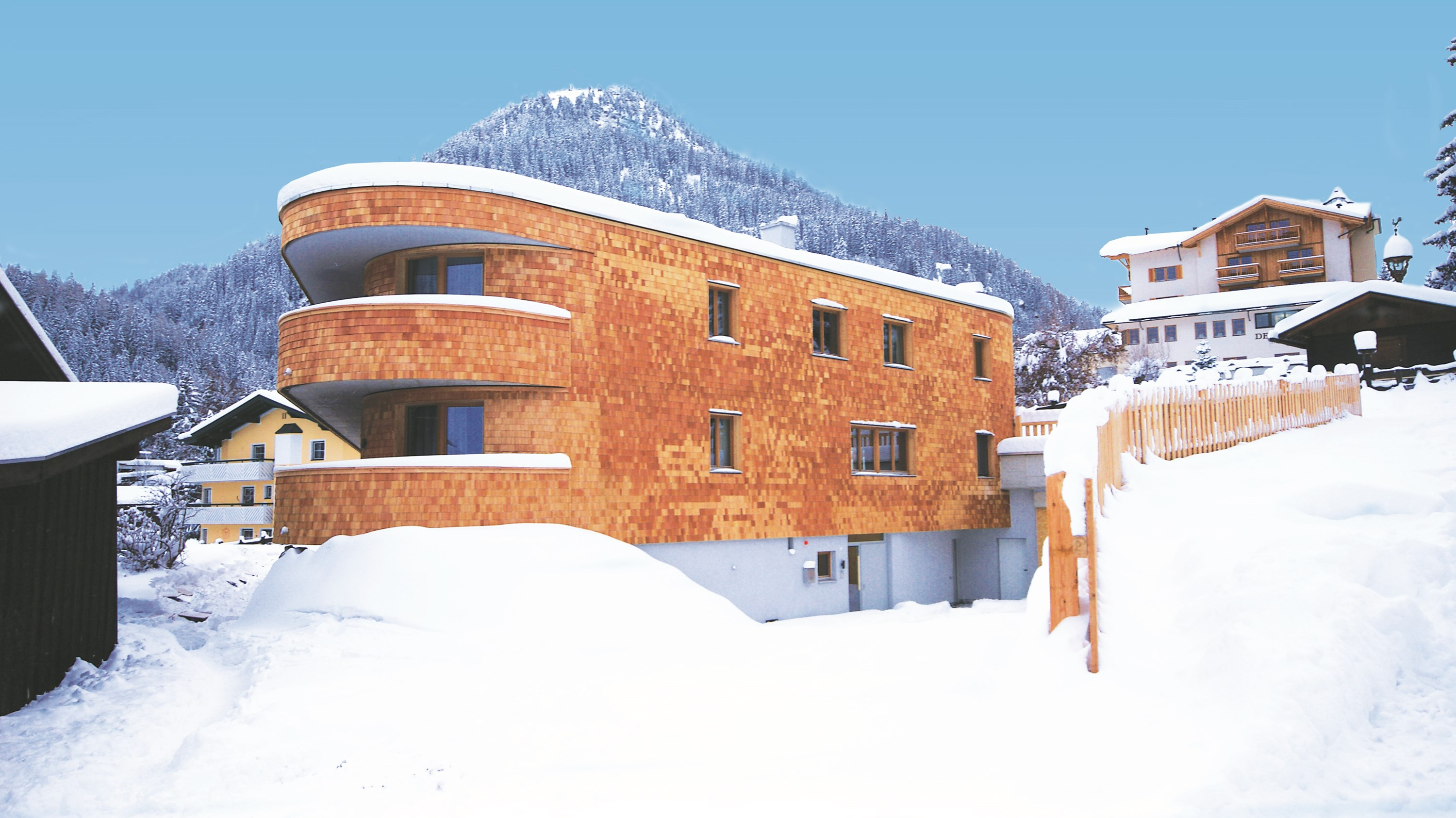Mountain-Lodge-Chalets-exterior.jpg